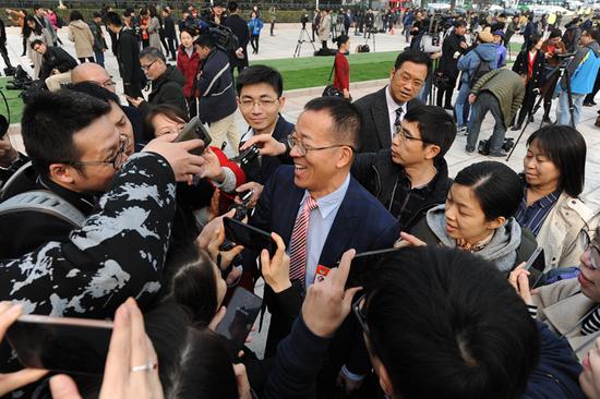 全国政协委员俞敏洪提案:聚焦教育均衡、国际高考移民等