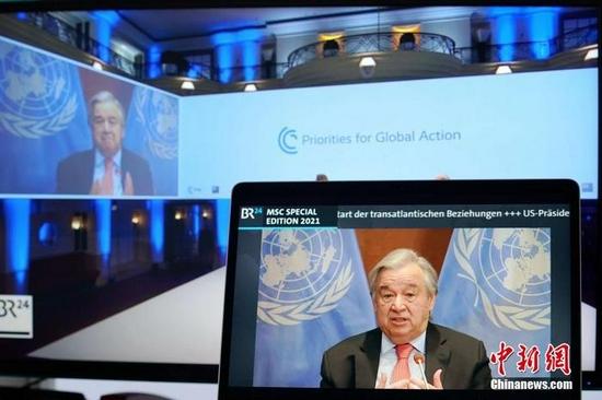 资料图:联合国秘书长古特雷斯以视频连线方式出席会议的直播画面。 中新社记者 彭大伟 摄