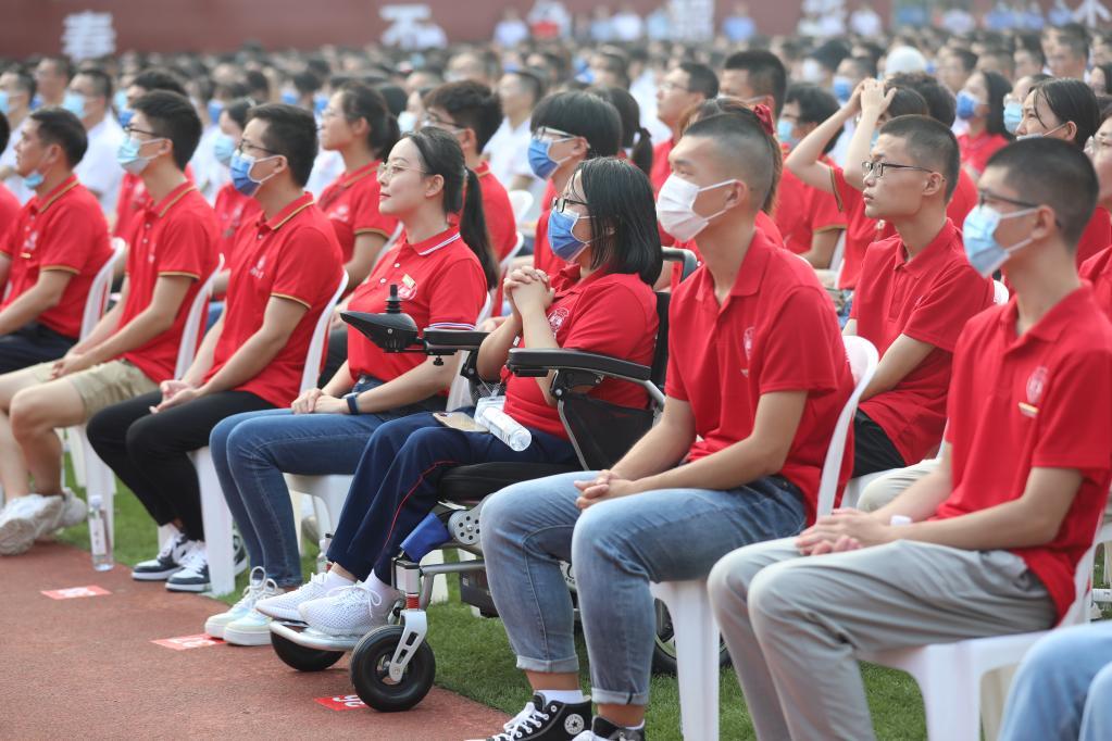 谢可欣在湖南大学新生开学典礼现场。(湖南大学供图)